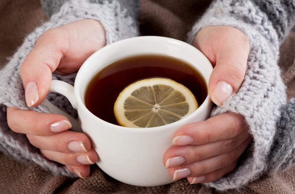 Tee trinken im Teeladen